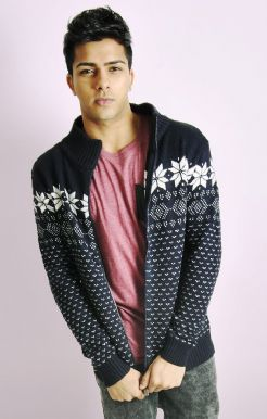 KNITTED PATTERN ZIP-UP
